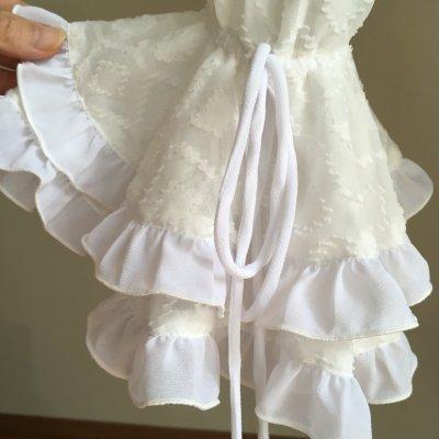 画像2: ¥ご奉仕価格¥《再入荷、即納品》織模様入り生地で作ったふりふりブラウス、ホワイト