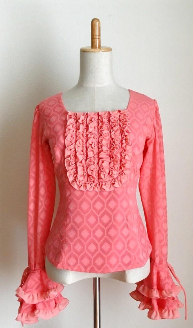 画像1: 《即納品》織模様入り生地で作ったふりふりブラウス、ピンク (1)